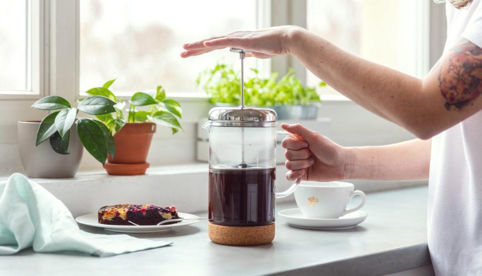 Jak przyrządzić aromatyczną kawę we french pressie?