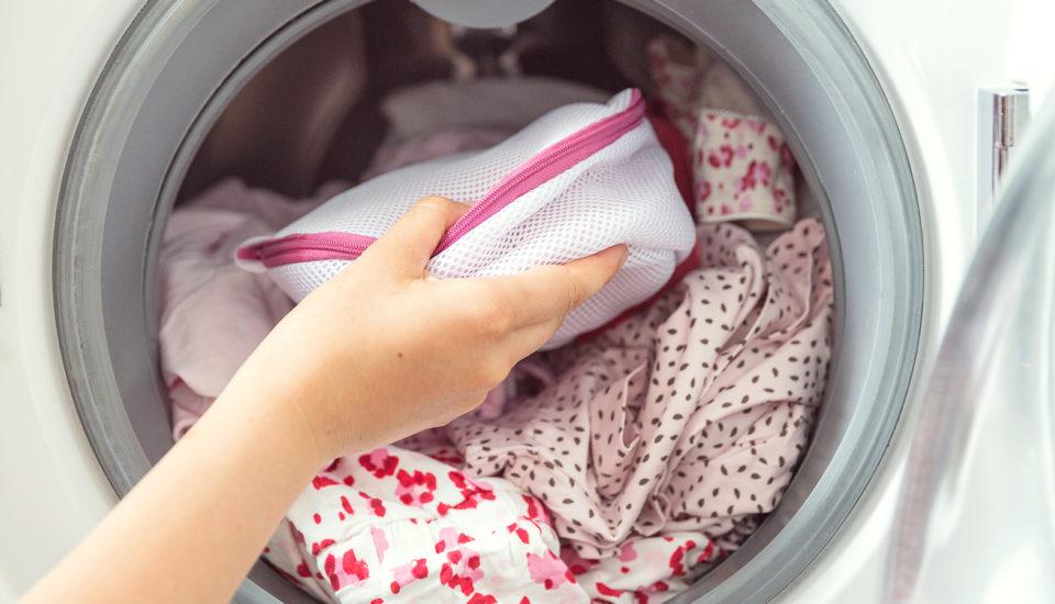 Jak prać delikatne tkaniny? 5 sztuczek, których nie znałaś