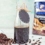 Domowy syrop kawowy doskonały do zdobienia deserów