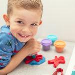 8 pomysłów na zabawę zmodeliną, przy których dzieci nauczą się czegoś nowego