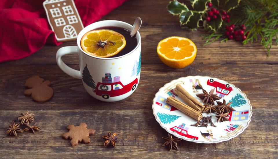 Przepis na aromatyczne grzane wino, które wprowadzi świąteczną atmosferę