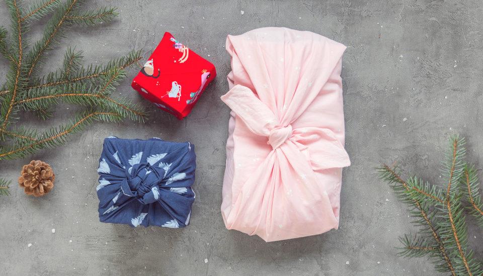 5 sposobów na pakowanie prezentów zużyciem chusty według japońskiej techniki furoshiki