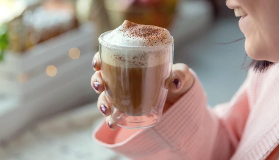 Kawa kuloodporna w wersji smakowej: znutą cynamonu, wanilii imigdałów
