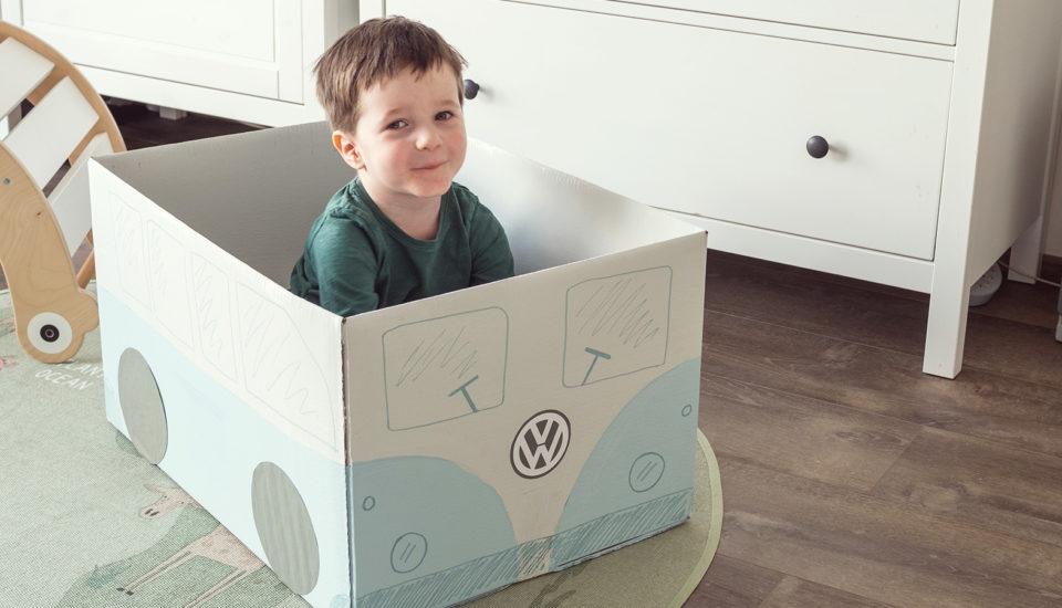 Zrób zdziećmi zabawki zkartonów: autobus iparking dla samochodów