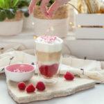 Walentynkowe Latte zmalinami ibiałą czekoladą