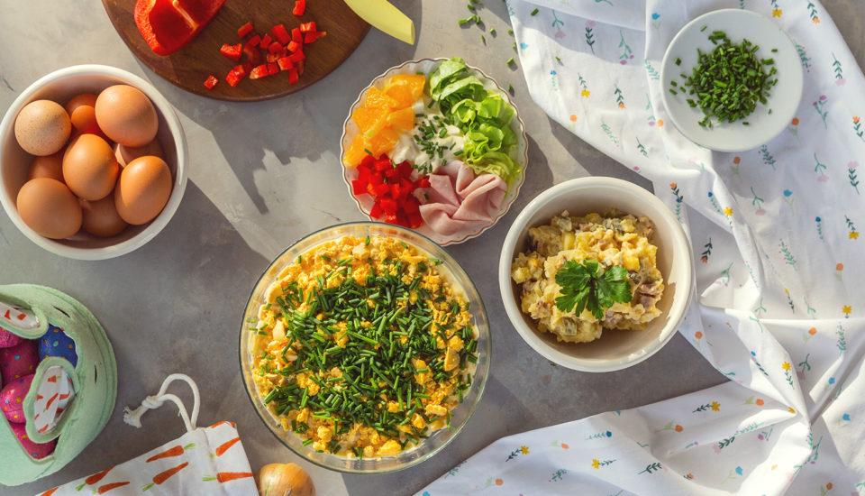 3 wielkanocne sałatki, których nie może zabraknąć na świątecznym stole