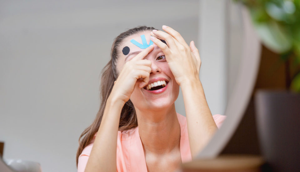Face taping – terapia odmładzająca skórę bez konieczności liftingu